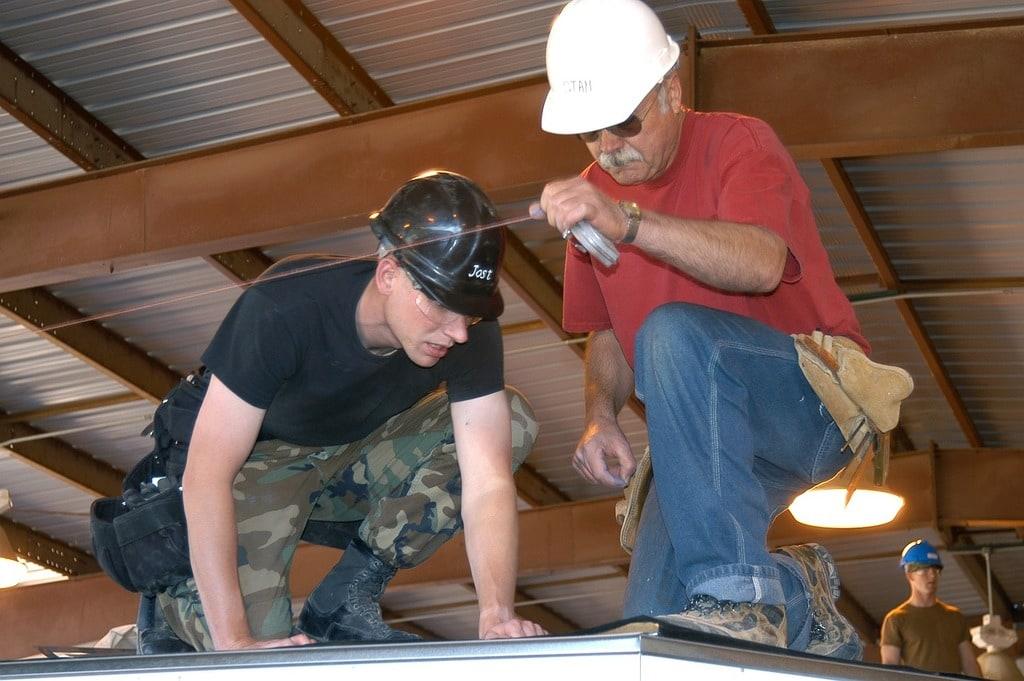 Faites appel à un charpentier couvreur pour la rénovation de votre toiture